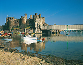 Conwy Castle and boats.jpg